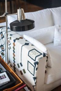Doumer, Paris 16e : salon, détail lampe chevet