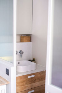 Fillon Paris 17e : salle de bain parentale, aperçu vasque