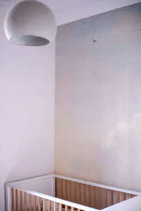 Fillon Paris 17e : chambre bébé, mur avec peinture décorative