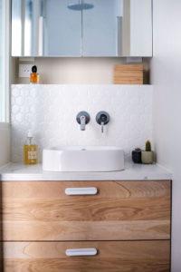 Fillon Paris 17e : salle de bain parentale, détail meuble vasque